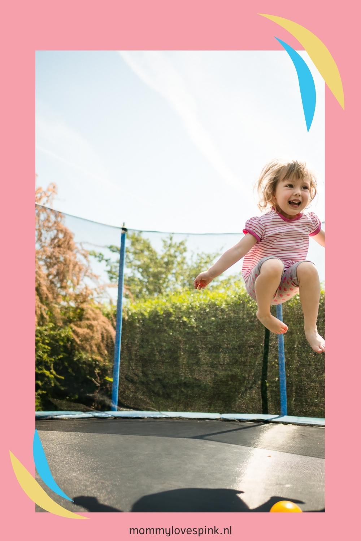 Kind op de trampoline